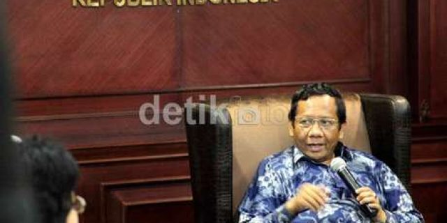 Mahfud MD sarcastically ask Jokowi CLA could be president
