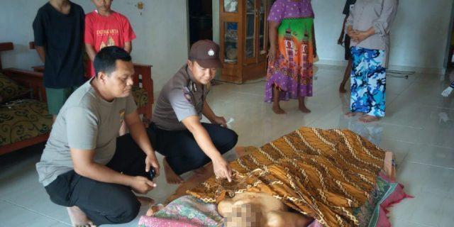 Polsek Lambu Kibang Evakuasi Mayat Yang Tergantung di Gudang