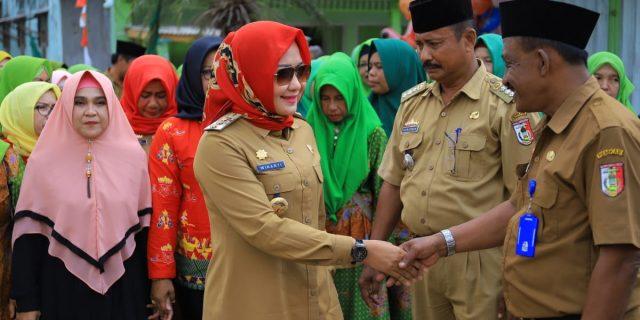 Bunda Winarti kunjungi  Kampung Pasiran Jaya