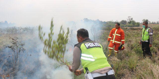 Tim Patroli Gabungan Pencegahan Karhutla Polres Tuba Padamkan Titik Api di Menggala