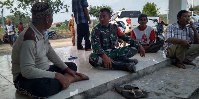 Babinsa Mesuji Tingkatkan Kemanunggalan TNI- Rakyat dengan Komunikasi Sosial