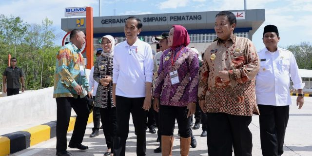 Bupati Hj. Winarti SE MH Antusias Mendampingi Presiden RI Ir. Jokowi