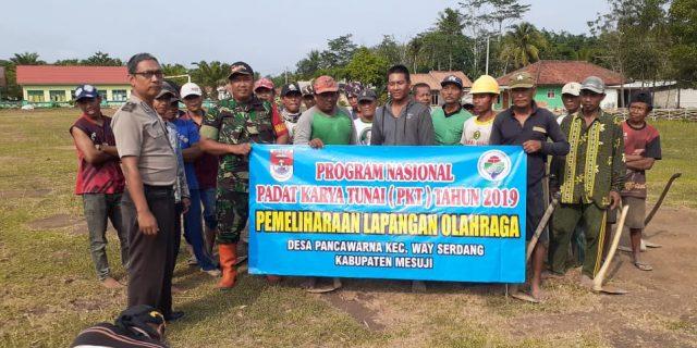 Babinsa dan Masyarakat Way Serdang Melaksanakan Padat Karya Tunai 2019