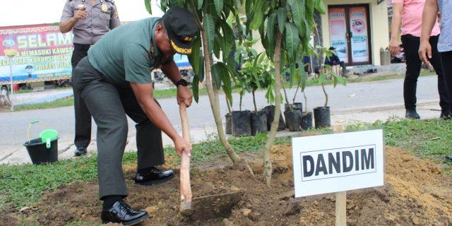 Dandim Tanam Pohon Di Polres Dalam Rangka Deklarasi pencanangan pembangunan zona integritas menuju WBK dan WBBM