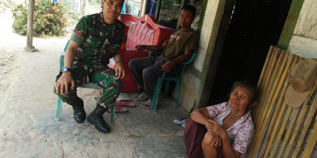Koptu Asman Saipal, Kunjungi Lansia di Desa Binaan