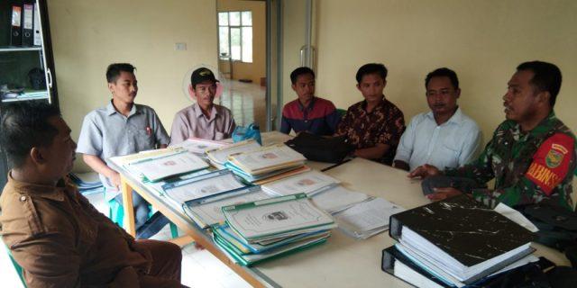 Ciptakan Kondisi Desa Aman dan Tertib, Sertu Roy Martin Datangi Aparatur Desa