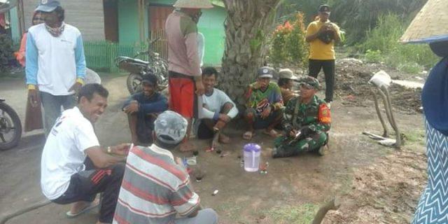 Upaya Tingkatkan Kemanunggalan TNI- Rakyat, Babinsa 426-03/Rawajitu Anjangsana Komunikasi Sosial