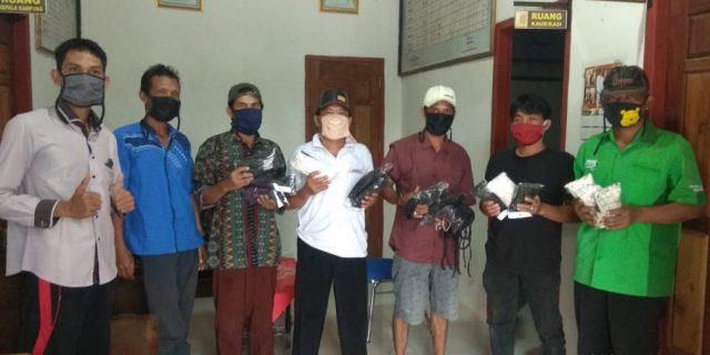 Cegah Covid-19, Kakam Moris Jaya Deska Serahkan Masker 296 Pacs