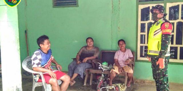 Babinsa 426-01 Mesuji Keliling Kampung Demi Keselamatan Warga.