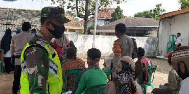 Sertu Supriyono Babinsa Koramil Mgl melaksanakan pengamanan bersama Babinkamtibmas