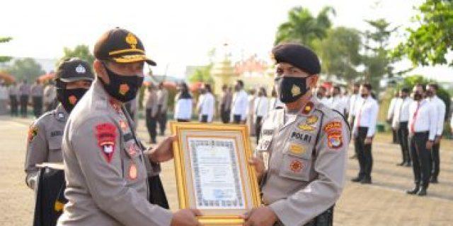 Kapolda Lampung Berikan Reward Kepada 8 Personelnya, Atas Prestasinya
