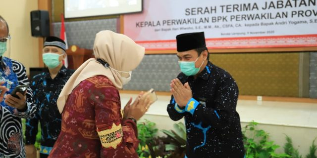 Dr. (Cand) Hj. Winarti SE MH, menghadiri serah terima Jabatan Kepala BPK Perwakilan Provinsi Lampung
