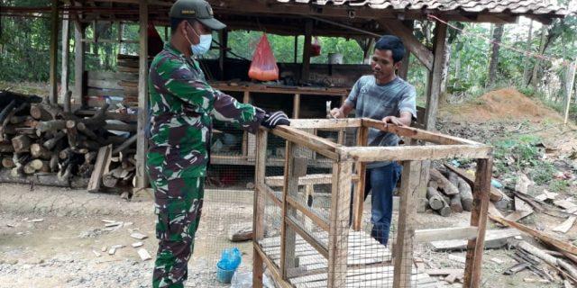 Roy Marten Babinsa Koramil 426-01 Mesuji, Desa Mekar Jaya, melaksana Komunikasi sosial