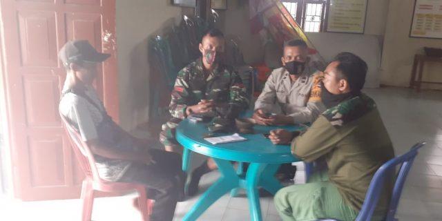 Berkumpul di Balai Desa sebagai wujud Ke Senergian dalam Bertugas di lapangan