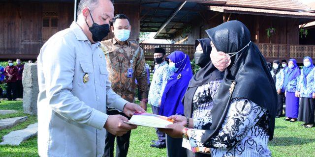 Umar Ahmad SP. Lantik dan Mengambil Sumpah Jabatan Kapala Unit Pelaksana Teknis Sekolah di Tubaba