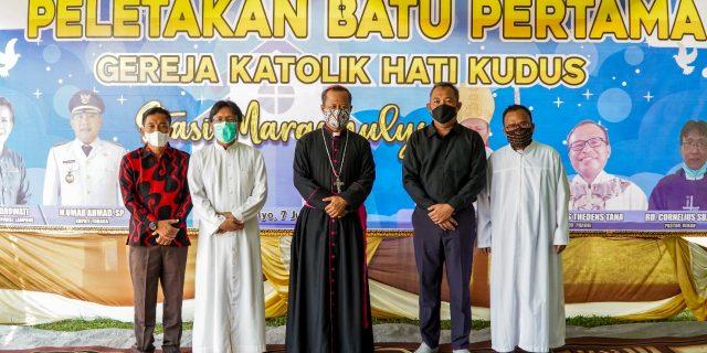 Umar Ahmad Hadiri Peletakan Batu Pertama Gereja Hati Kudus di Tiyuh Margo Mulyo