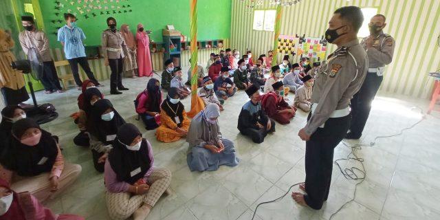 Tim Mobile Vaksinasi Polres Tubaba dan Dinkes Sambangi Rumah Warga Lansia Untuk Dapat di Vaksin Covid-19