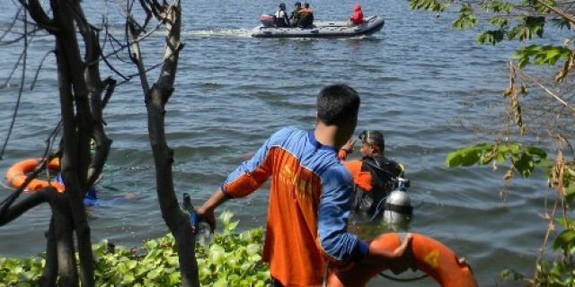 Search Boy Dragged Sewer Flow in Semarang be continued tomorrow